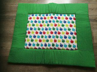 zelfgemaakt boxkleed Appeltjes - groen van katoenen stof