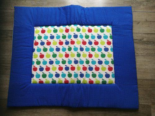 boxkleed blauw appeltjes handgemaakt katoenen stof speelkleed