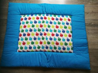 boxkleed aqua blauw appeltjes handgemaakt katoenen stof speelkleed