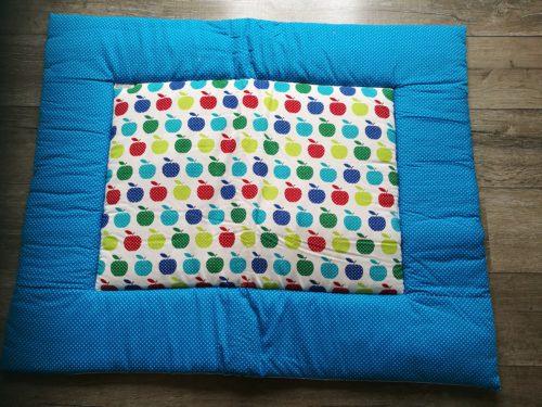 zelfgemaakt boxkleed Appeltjes - aqua blauw van katoenen stof