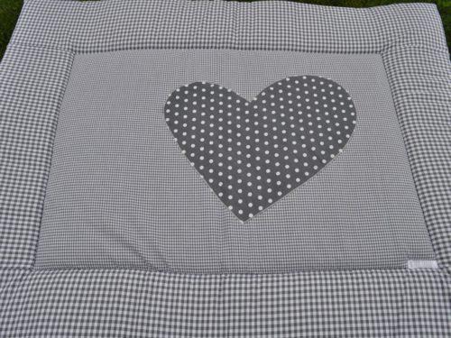 zelfgemaakt katoenen boxkleed in de kleur grijs en hartje