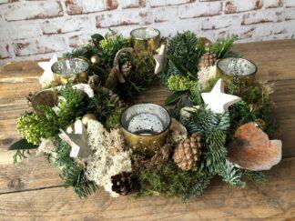 Kerst workshop, Kerststuk zelf maken, DIY, Doe-het-zelf, kerstkrans met waxinelichtjes, kerstgroen, kerstpakket