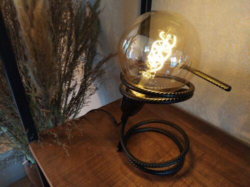 Stoere tafellamp 'Pequeno' mat zwart staal