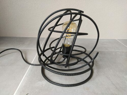 Stoere lamp'Volta' mat zwart betonstaal