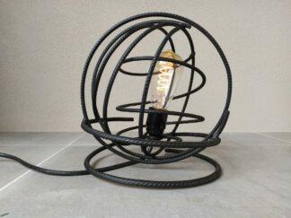 Industriële tafellamp 'Volta' mat zwart betonstaal