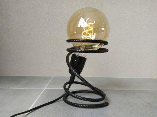 Industriële tafellamp 'Pequeno' mat zwart betonstaal