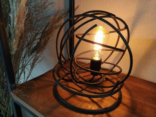 Stoere tafellamp 'Volta' mat zwart betonstaal
