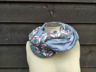 Col sjaal licht blauw bloemen fleece