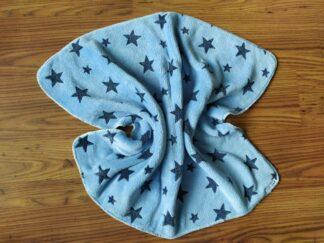 Babydekentje fleece blauw donkerblauwe sterren, warm, handgemaakt en uniek