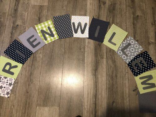 Handgemaakte slingers, vlaggenlijn met naam, unieke naamvlag, naamslinger, katoenen vlaggetjes, stoffen slinger met naam, geboorteslinger, zelf samenstellen, groen, grijs, zwart, wit