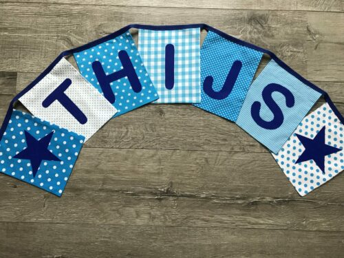 Handgemaakte slingers, vlaggenlijn met naam, unieke naamvlag, naamslinger, katoenen vlaggetjes, stoffen slinger met naam, okergeel, grijs, ster, naamslinger baby, stof, geboorteslinger, zelf samenstellen, blauw, wit, ster