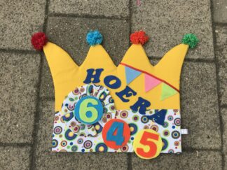 Verjaardagskroon, verjaardag kinderen, basisschool, past over een stoel, jarige, vlaggetjes, leeftijd