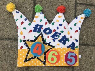 Verjaardagskroon, verjaardag kinderen, basisschool, past over een stoel, jarige, vlaggetjes, leeftijd, balonnen