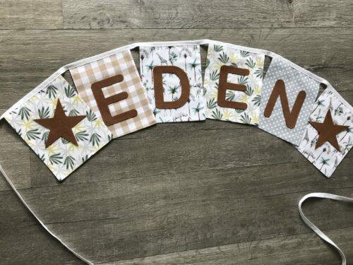 Handgemaakte slingers, vlaggenlijn met naam, unieke naamvlag, naamslinger, katoenen vlaggetjes, stoffen slinger met naam, geboorteslinger, zelf samenstellen, groen, bruin, grijs, okergeel, palm, jungle