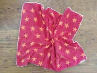 Babydekentje fleece rood oranje sterren, warm, handgemaakt en uniek