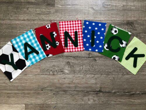 Handgemaakte slingers, vlaggenlijn met naam, unieke naamvlag, naamslinger, katoenen vlaggetjes, stoffen slinger met naam, geboorteslinger, zelf samenstellen, multicolor, voetbal, stoer