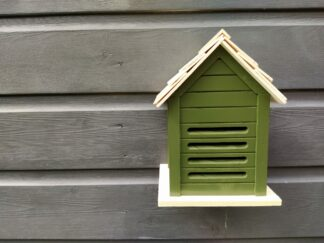 Insectenhotel, insectenhuisje, lieveheersbeestjeshotel, lieveheersbeestjeshuisje, hout, groen, tuin